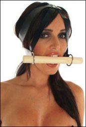 BDSM Δερμάτινο φίμωτρο με λουστραρισμένο ξύλο μήκους 20 cm